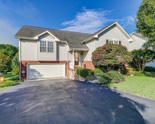 1737 Meadows RD, Vinton, VA 24179